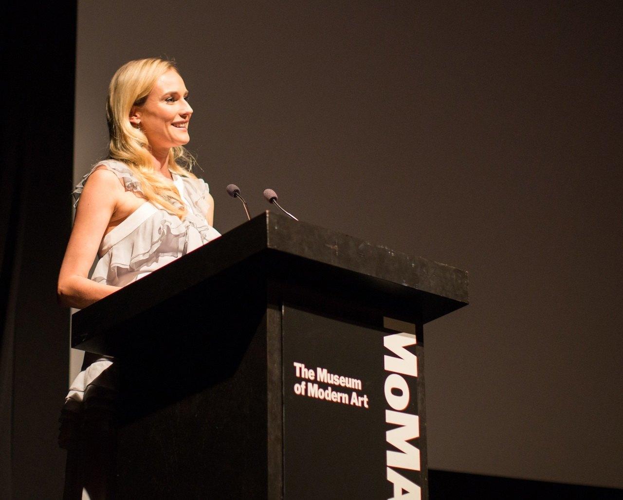 Diane Kruger, imagen de Jaeger-LeCoultre, acudió al quinto encuentro anual benéfico del Cine en el MoMA, honrando homenaje a Quentin Tarantino