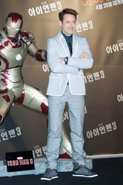 """Durante la promoción de su nueva pelicula """"Iron Man 3"""" lanzada esta primavera, el actor protagonista Robert Downey Jr. ha llevado relojes Jaeger-LeCoultre en estrenos por todo el mundo"""