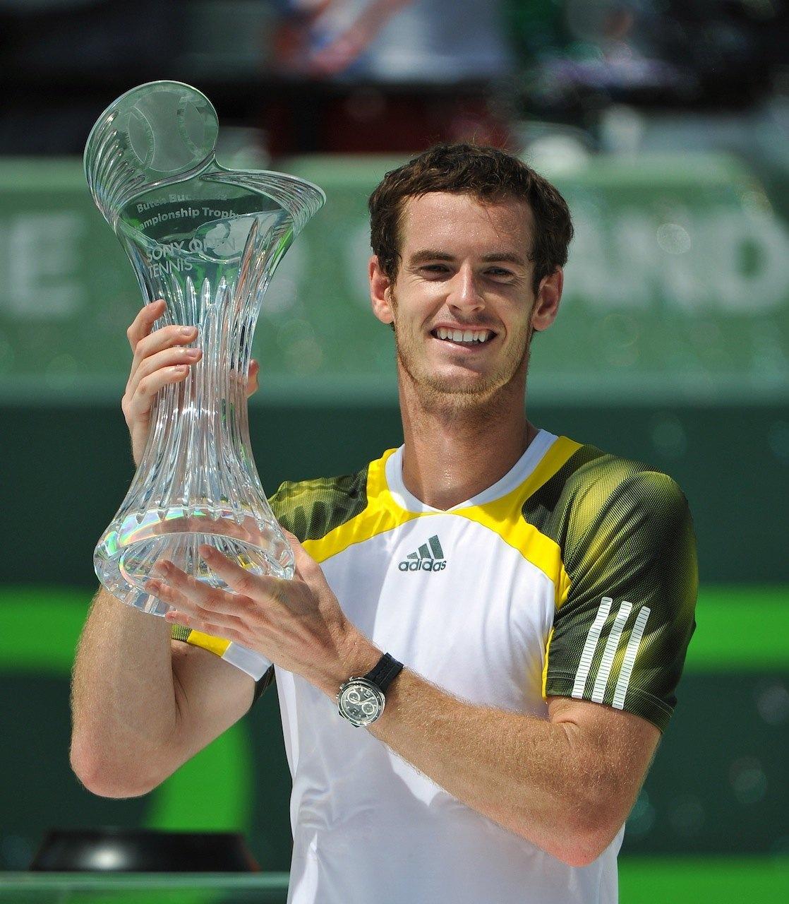 El tiempo lo es todo: Rado regresa a las pistas de tenis un año más