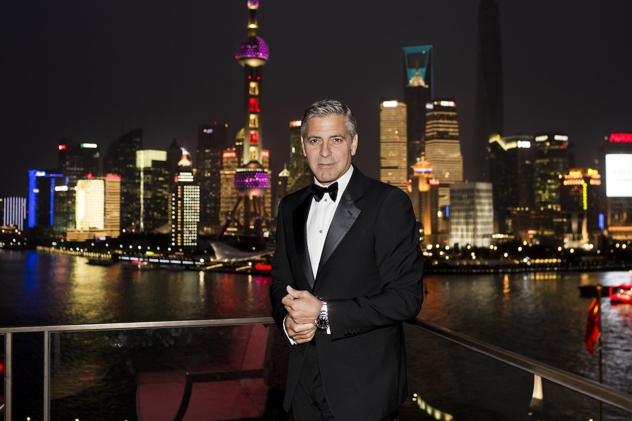 George Clooney se une a OMEGA en un evento exclusivo en un jardín secreto en Shanghái