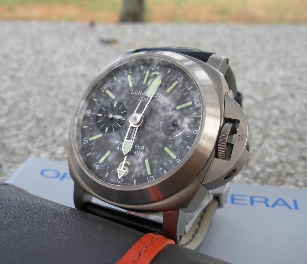 Luminor Panerai Pam 89 GMT anthracite dial