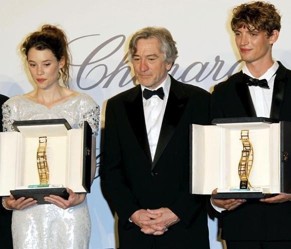 Robert de Niro hace entrega del premio Chopard a dos nuevos talentos de la gran pantalla Niels Schneider y Astrid Berges-Frisbey