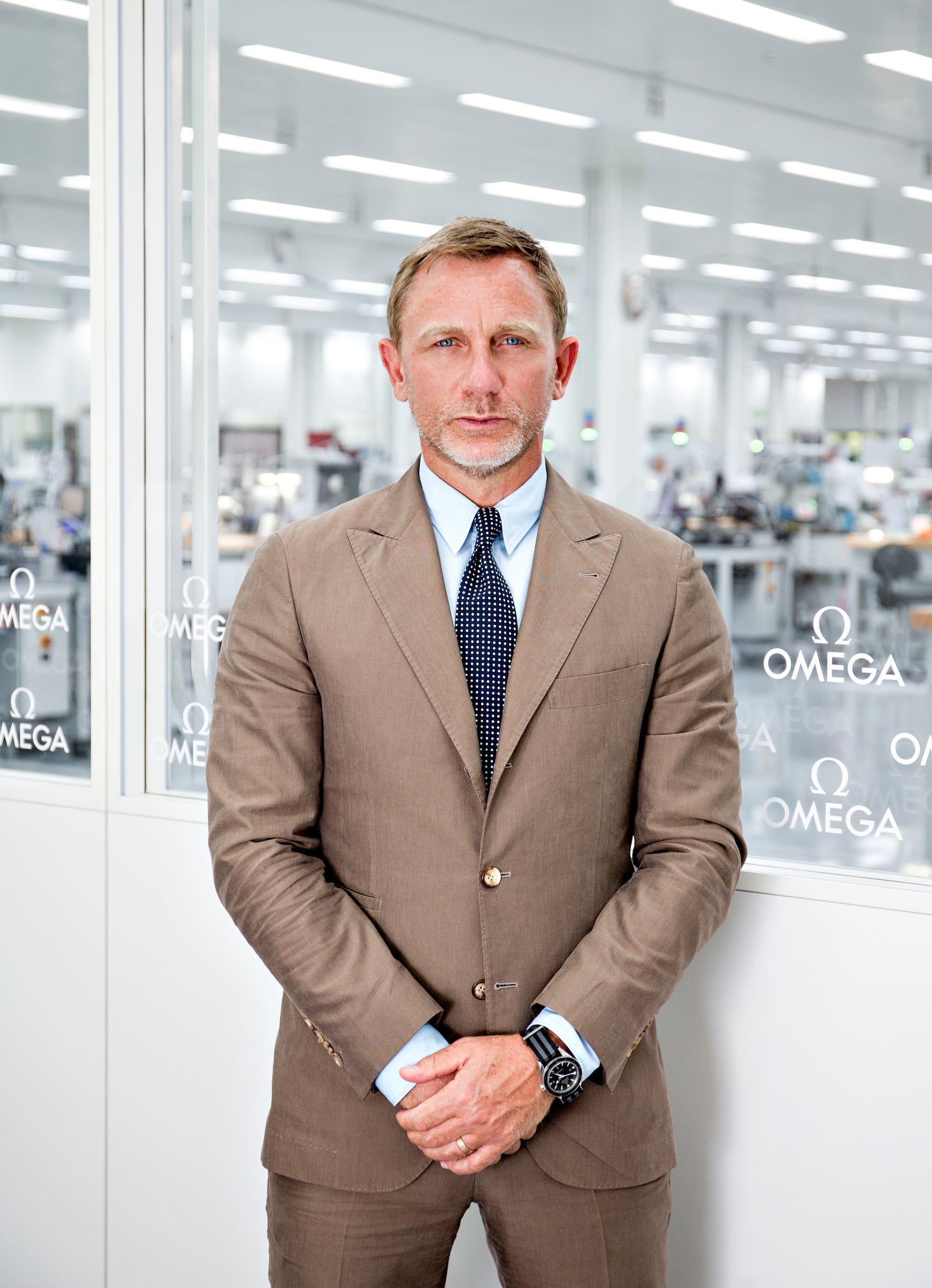 Daniel Craig visita la manufactura de OMEGA en la localidad suiza de Villeret