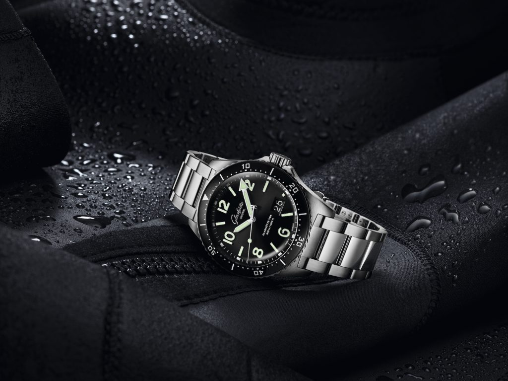 Glashutte Original 1-36-13-01-80-70_SeaQ_PD_black_MS_Mood