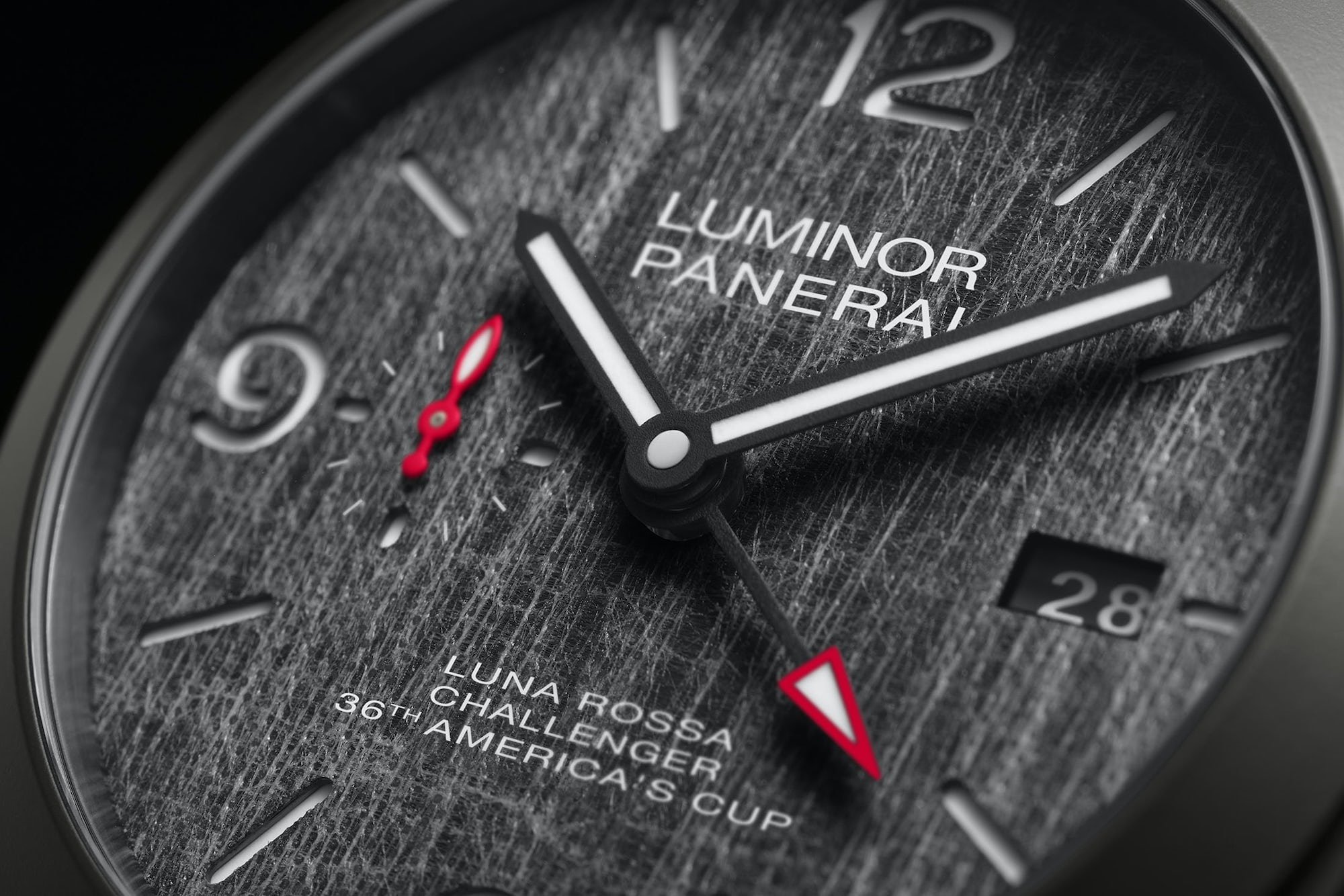 Panerai Luminor Luna Rossa GMT 44mm Pam 1036 detalle esfera