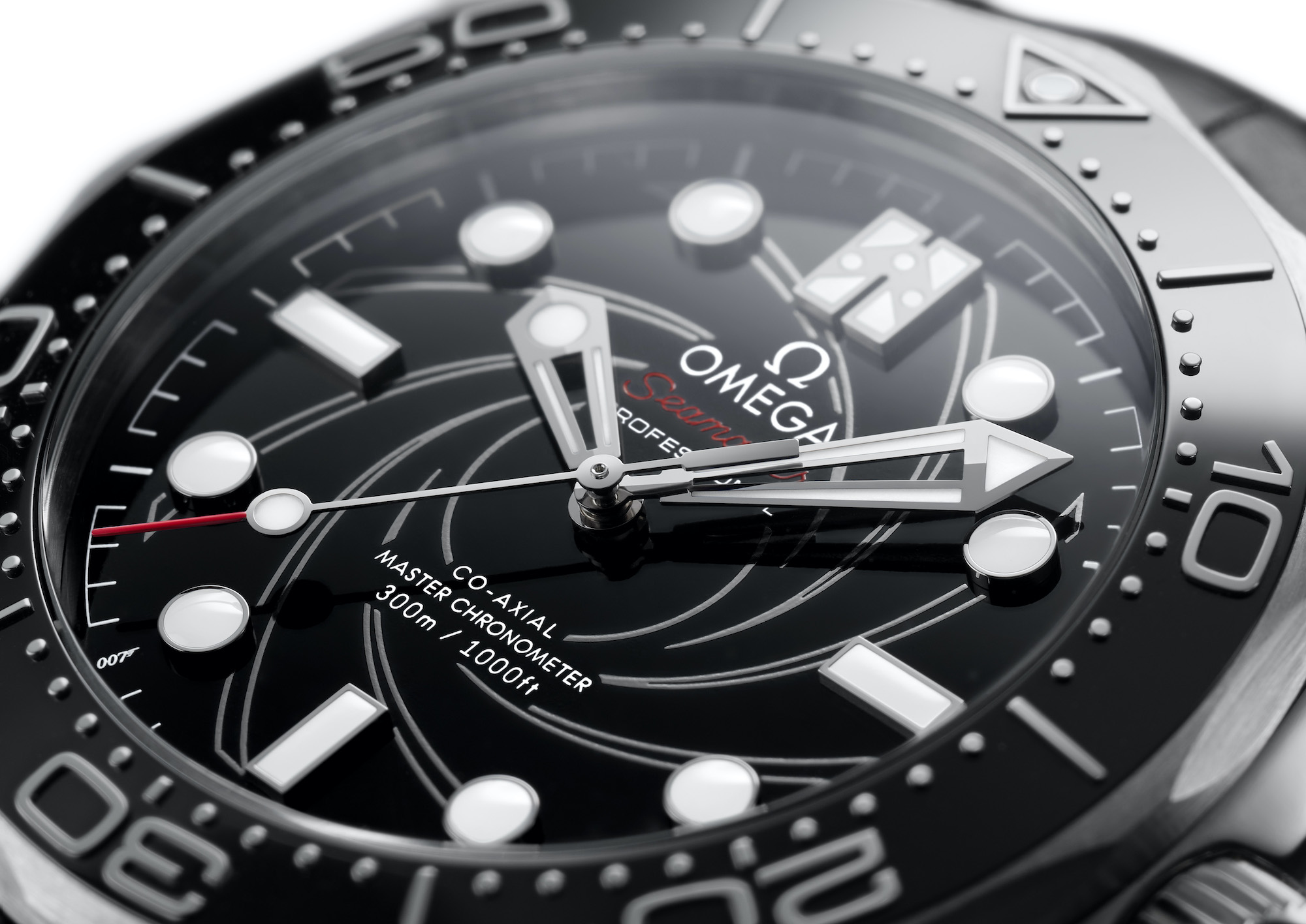Omega Seamaster Diver 300M James Bond Platino Oro 210.93.42.20.01.001 detalle esfera