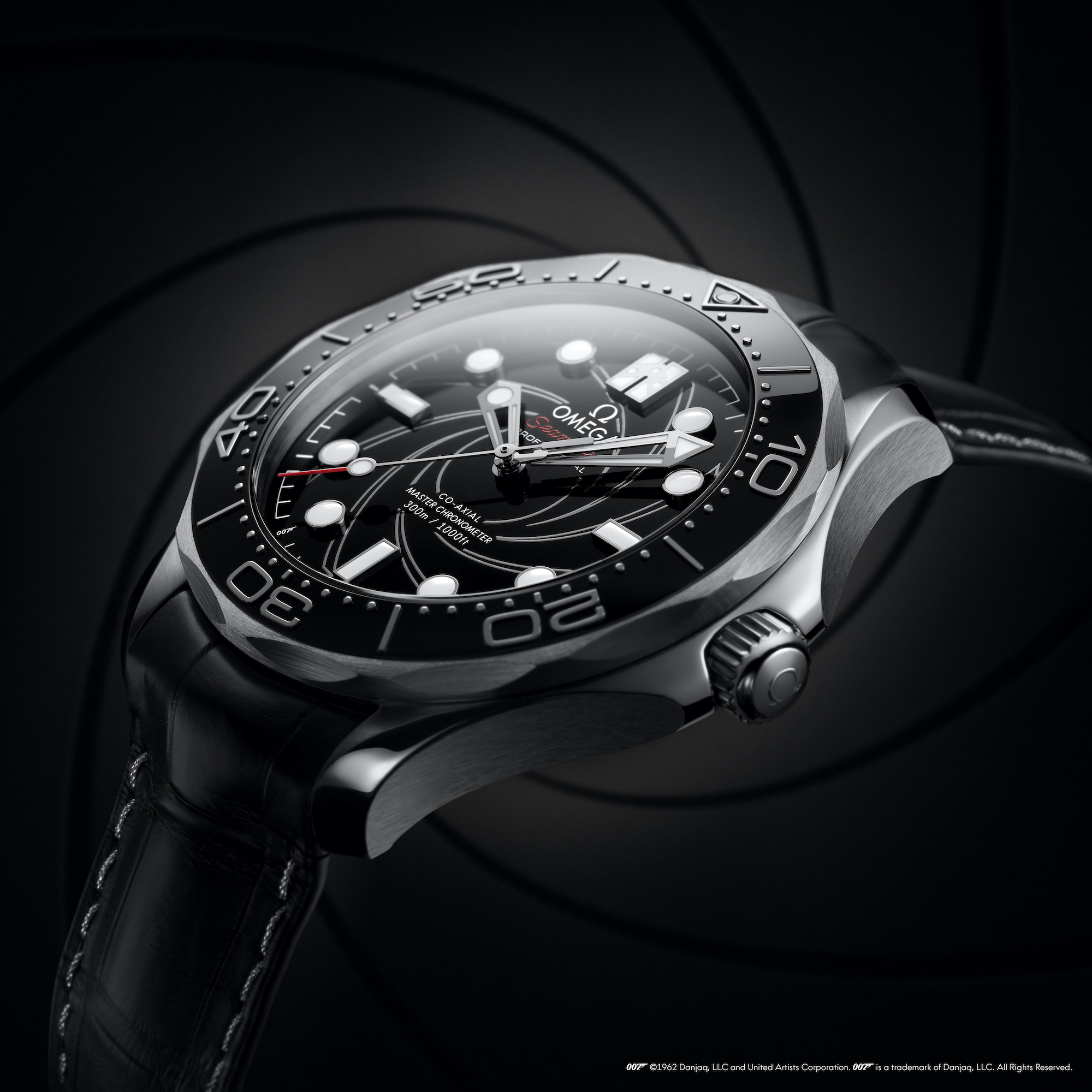 Omega Seamaster Diver 300M James Bond Platino Oro 210.93.42.20.01.001 detalle