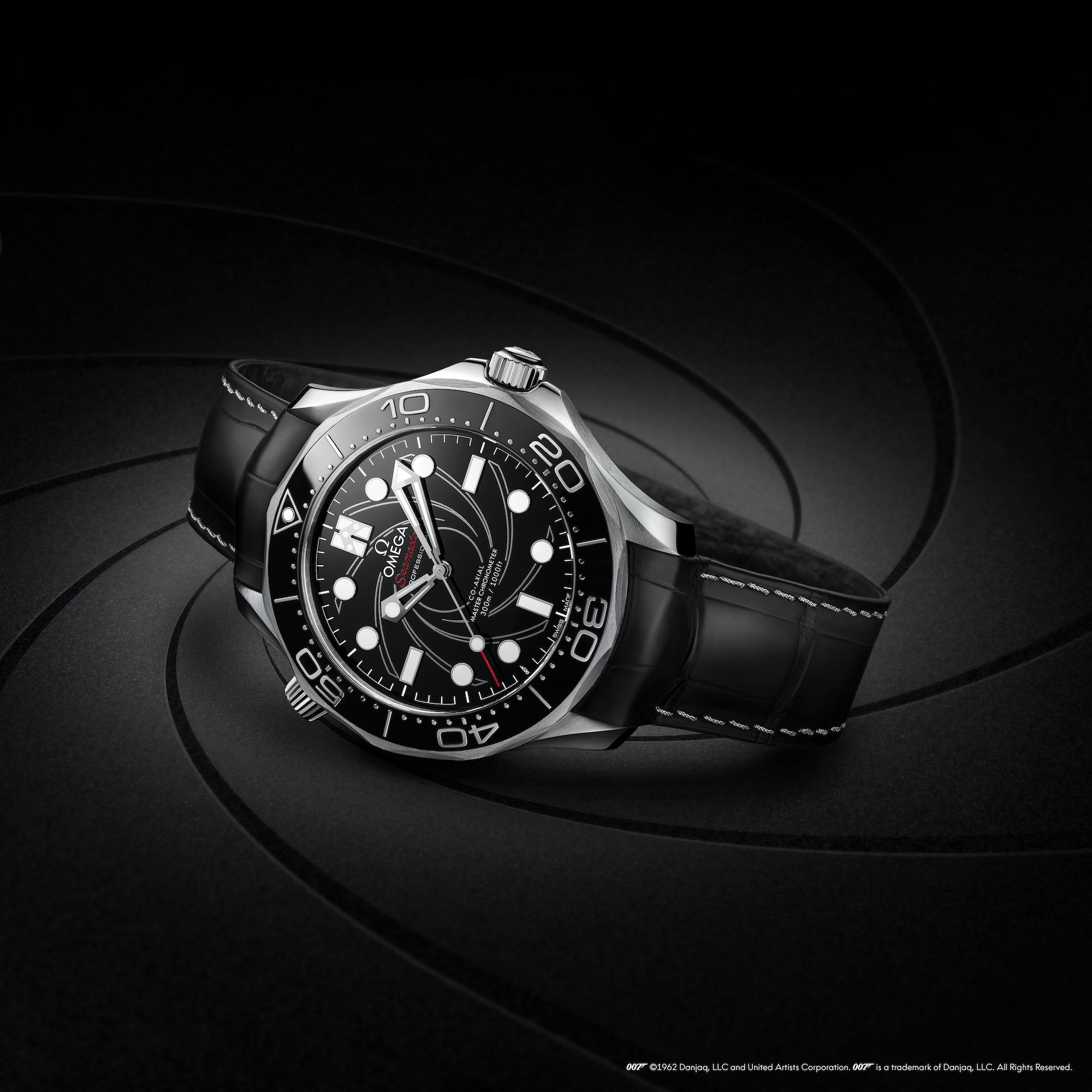 Omega Seamaster Diver 300M James Bond Platino Oro 210.93.42.20.01.001 lifestyle 2