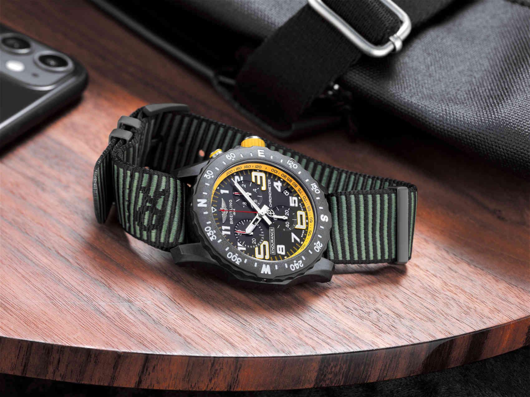Breitling Endurance Pro amarillo con correa NATO