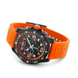 Breitling Endurance Pro naranja apoyado