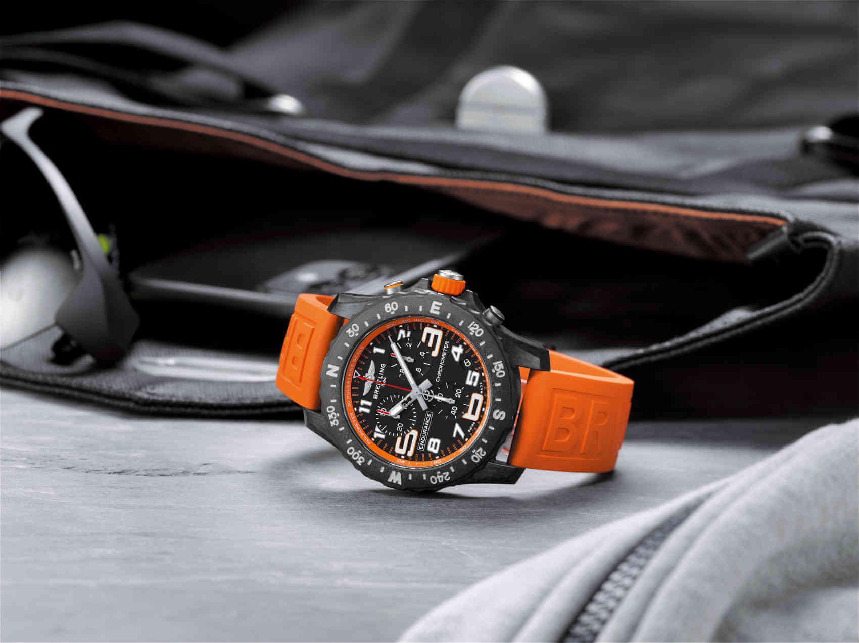 Breitling Endurance Pro naranja lifestyle
