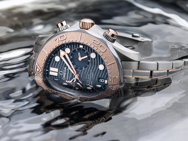 Omega Seamaster Diver 300M Chronograph oro titanio tantalio 210.60.44.51.03.001 lifestyle 2