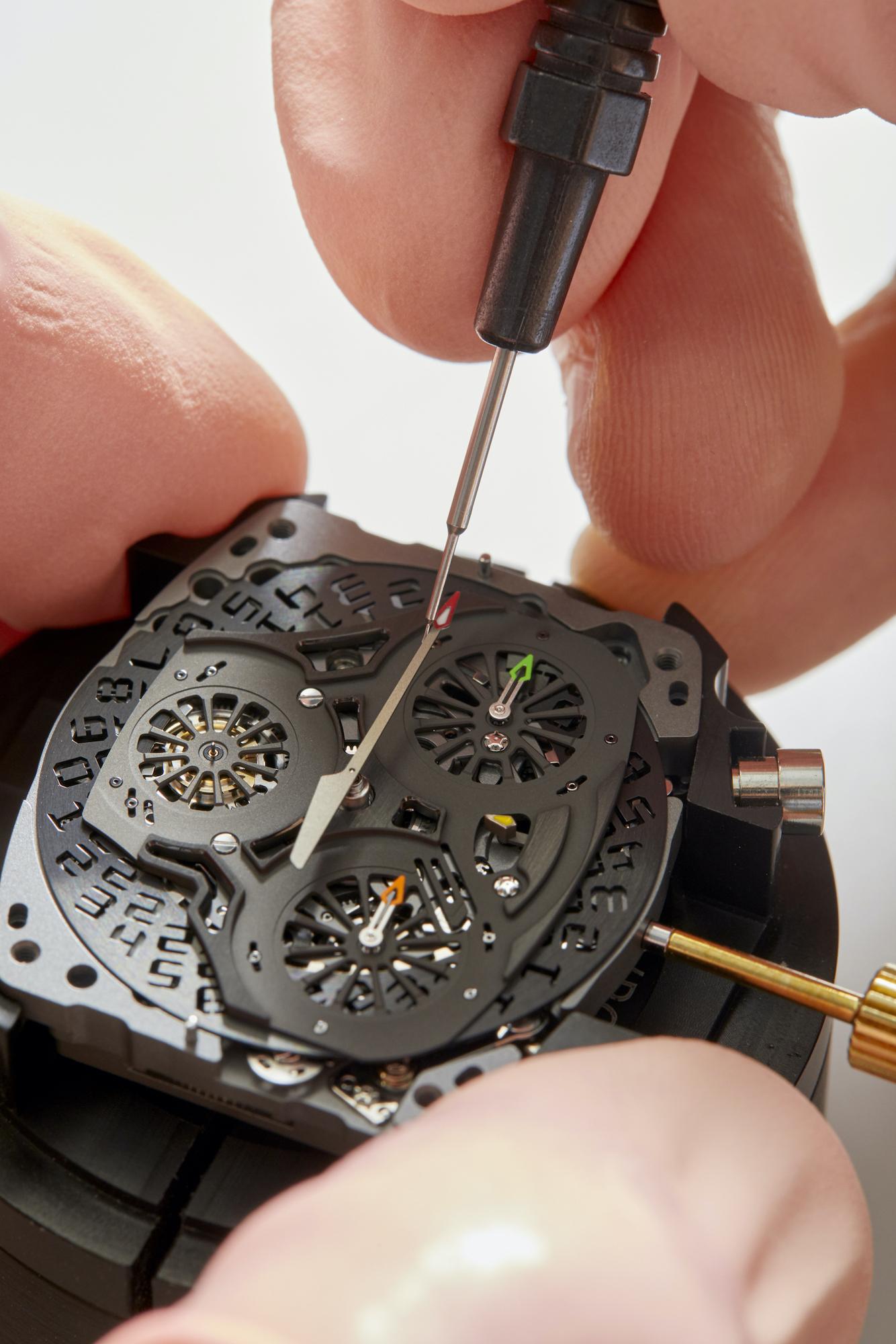 Richard Mille RM 72-01 Lifestyle Chronograph detalle ensamblaje de agujas