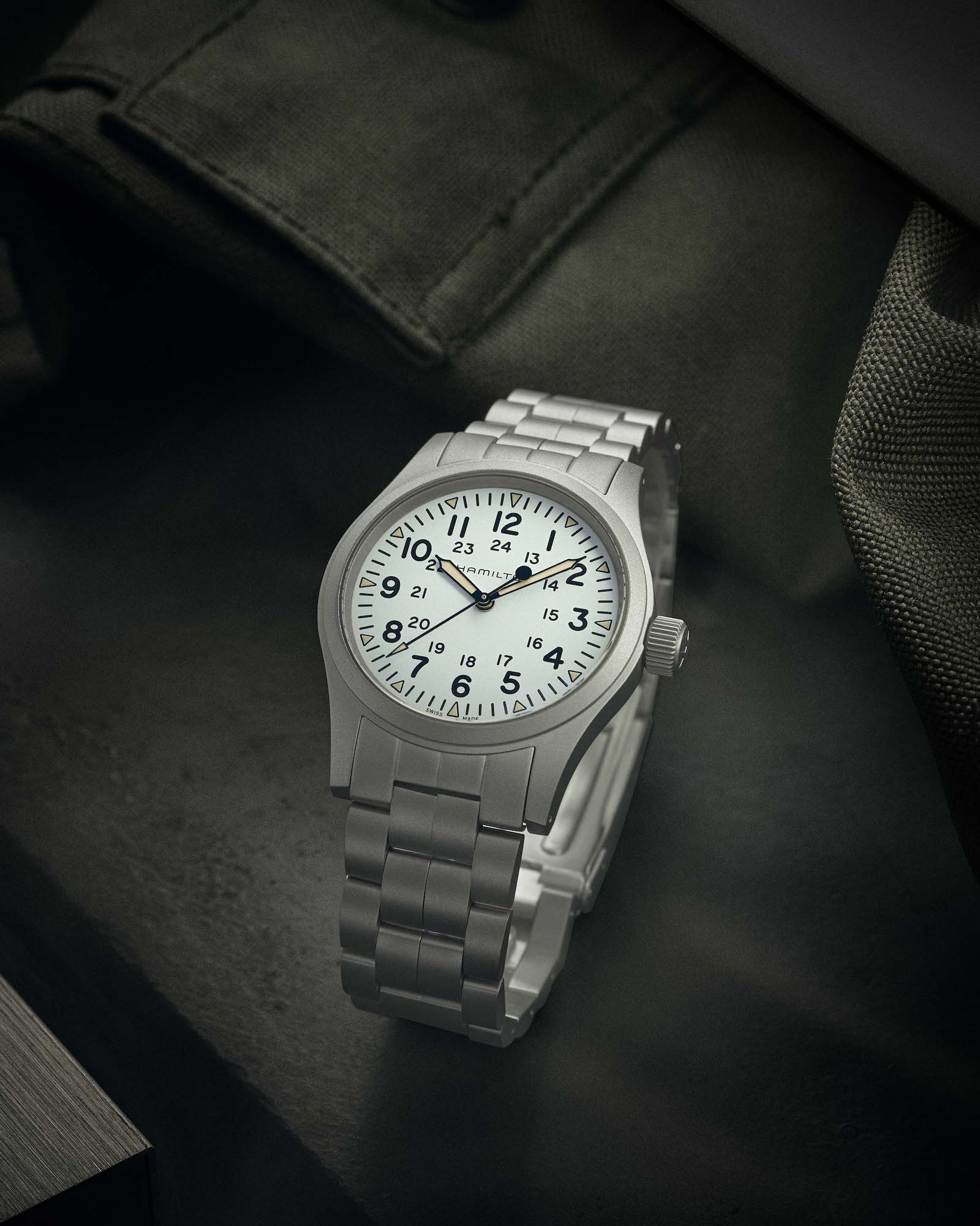 HAMILTON Khaki Field Mechanical H69439111 lifestyle