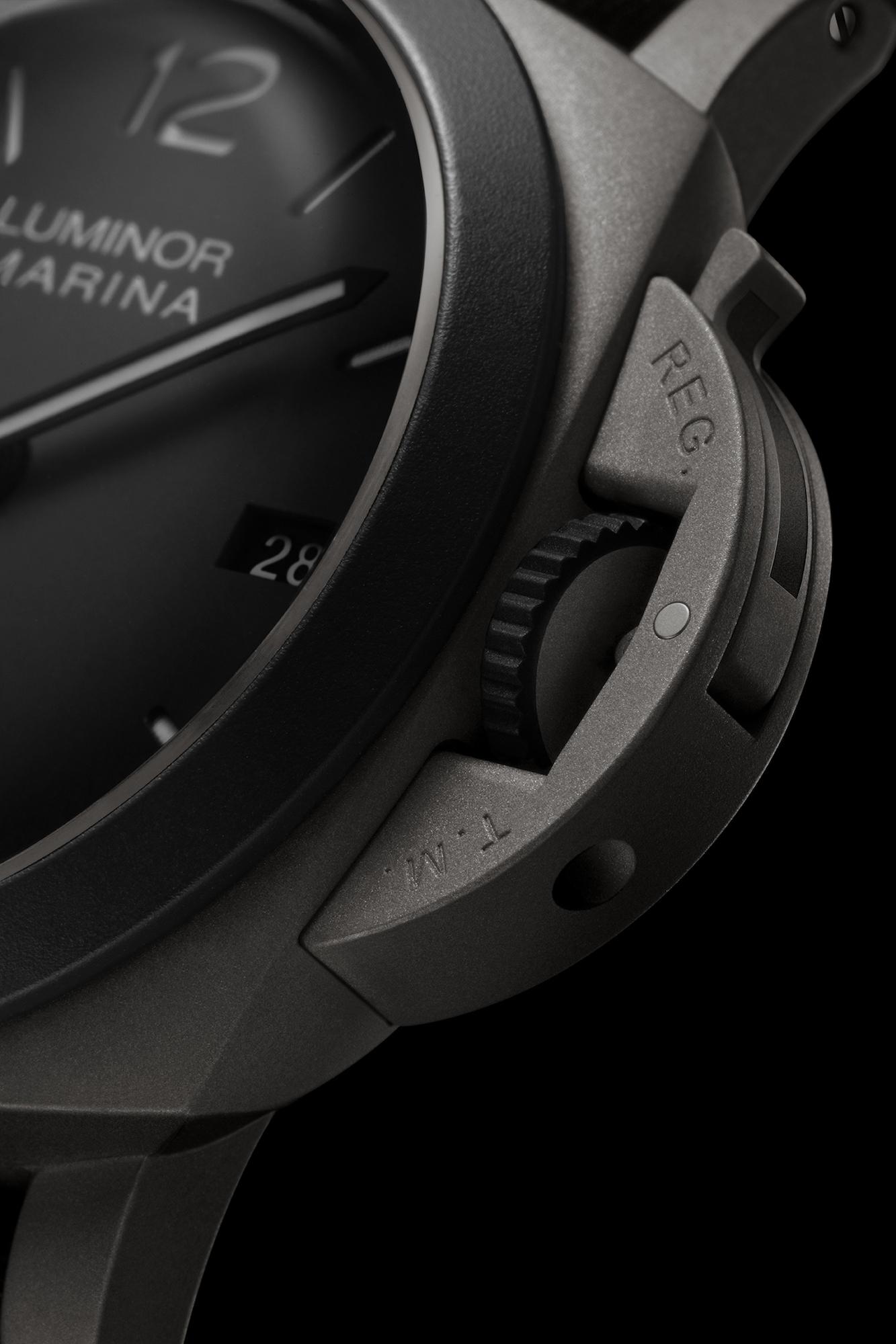 Panerai Luminor Marina 44mm Edición Guillaume Nery PAM01122 detalle bisel y corona