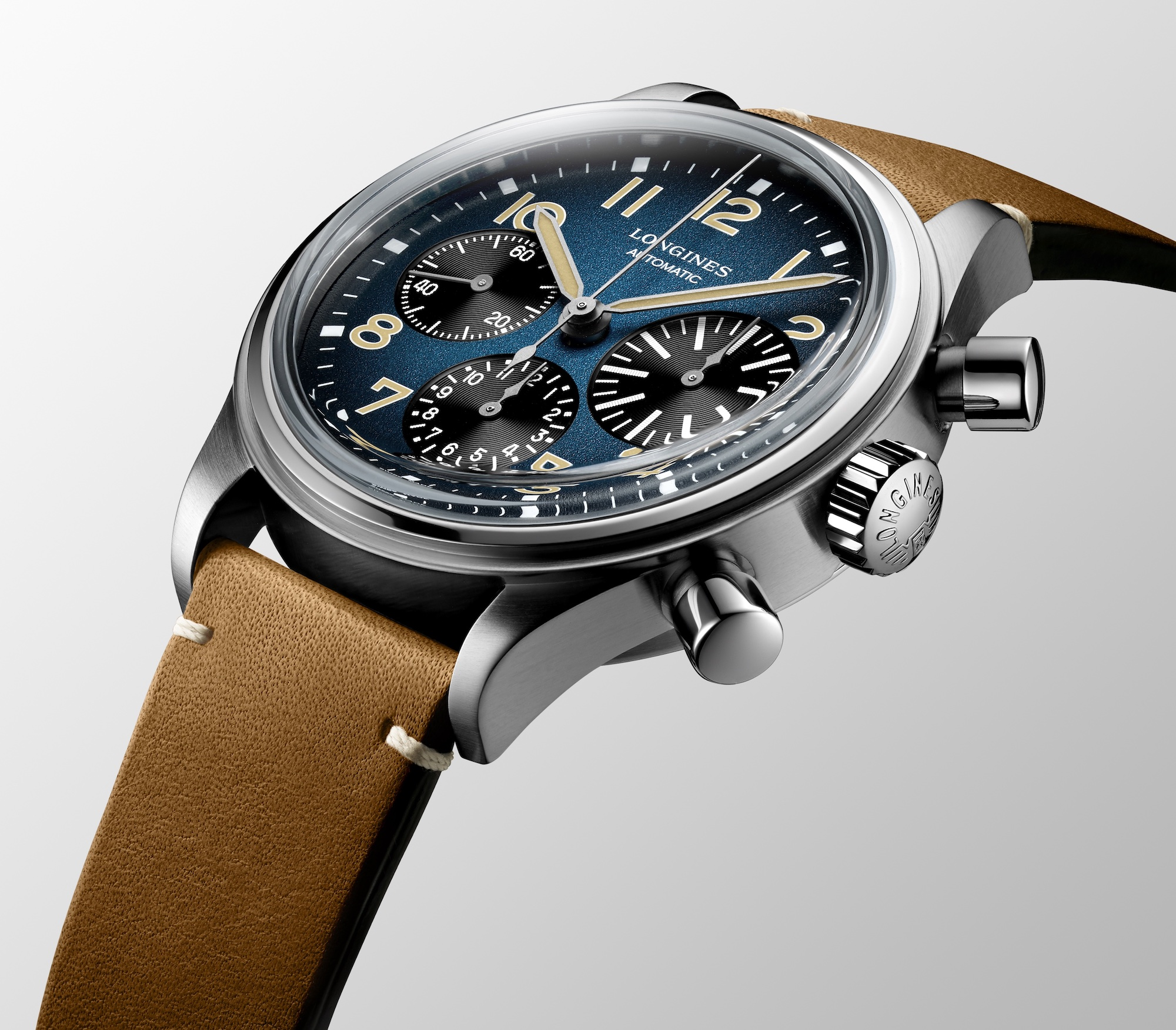 The Longines Avigation BigEye Titanium L2.816.1.93.2 detalle carrura