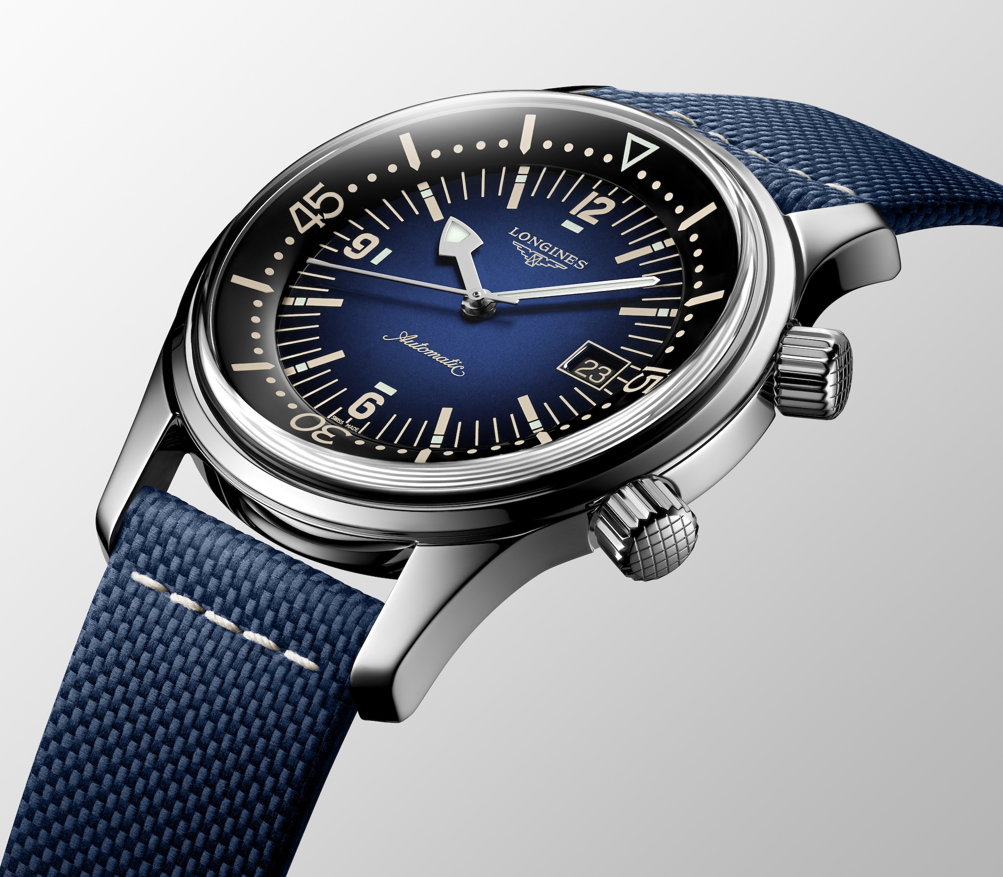 The Longines Legend Diver Watch Azul L3.774.4.90.2 Detalle carrura