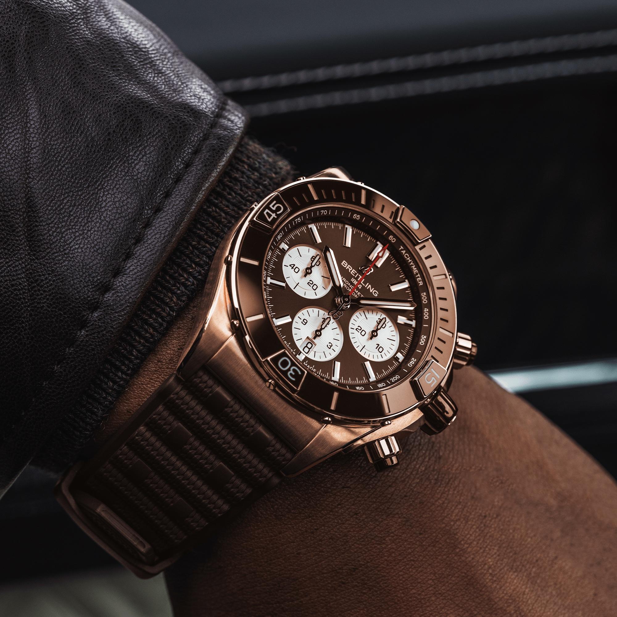 Breitling Super Chronomat B01 44 RB0136E31Q1S1 Lifestyle wristshot