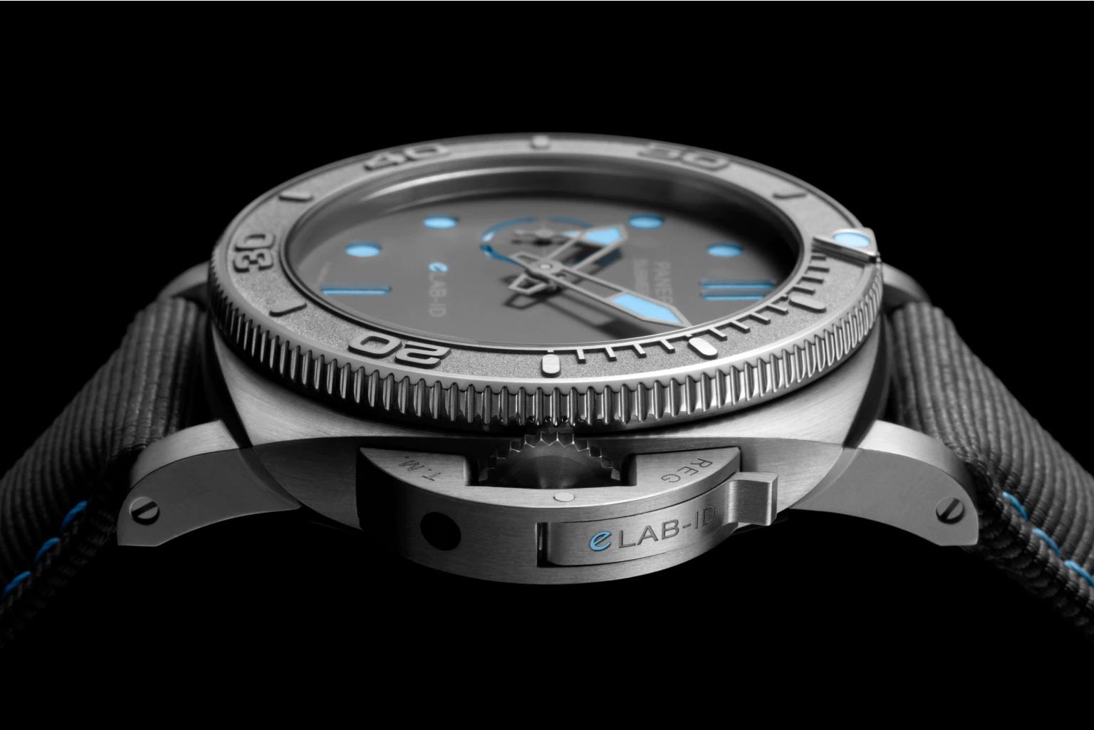 Panerai Submersible eLab ID PAM01225 Perfil