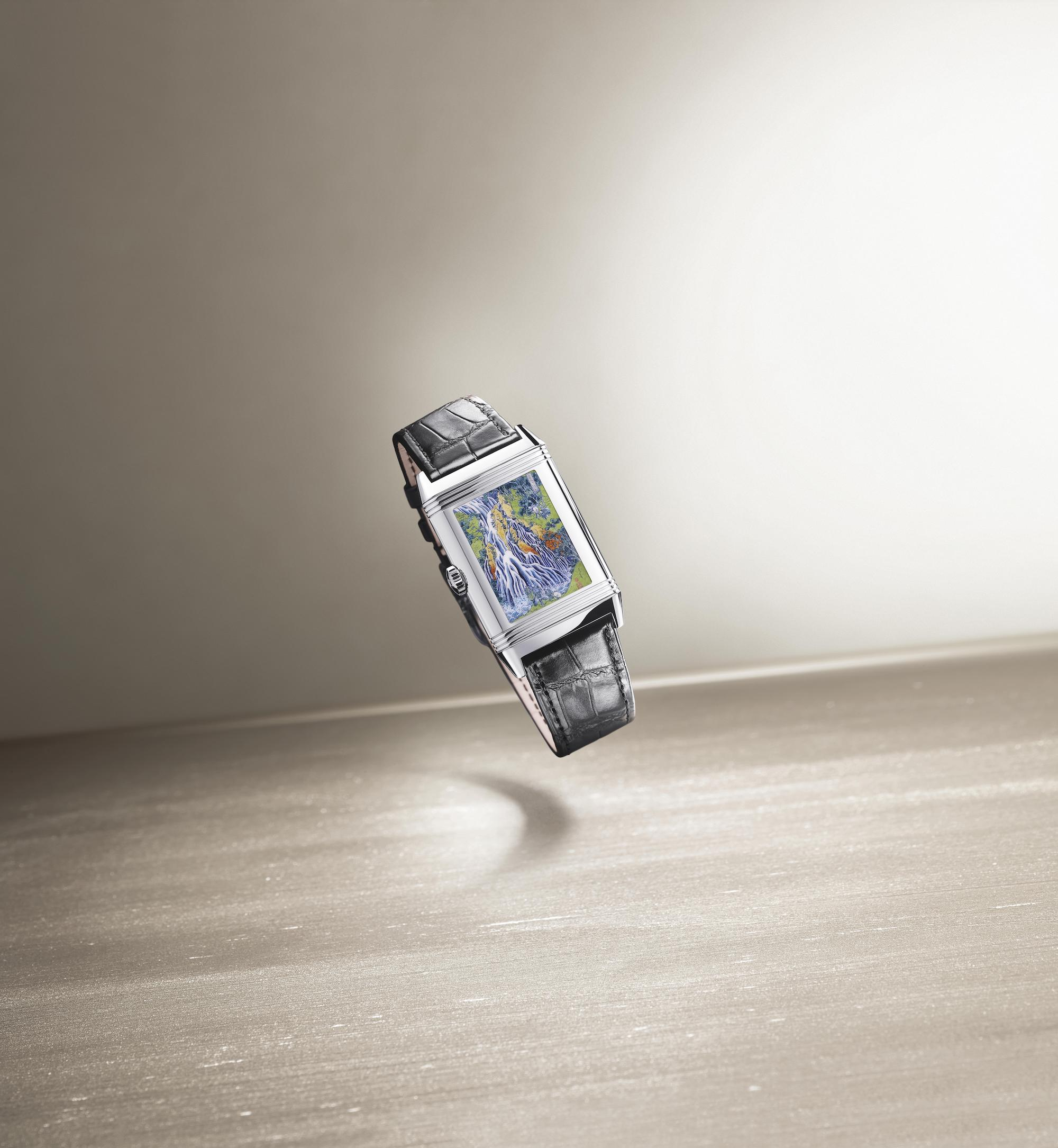 Jaeger-LeCoultre Reverso Tribute Enamel Hokusai q39334t2 Lifestyle