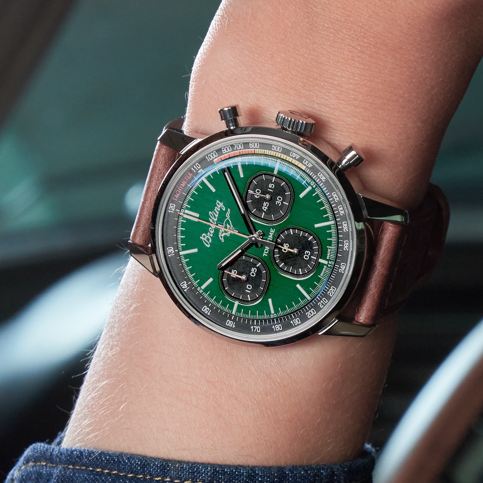 Breitling Top Time Ford Mustang A253101A1L1X1 Lifestyle wristshot