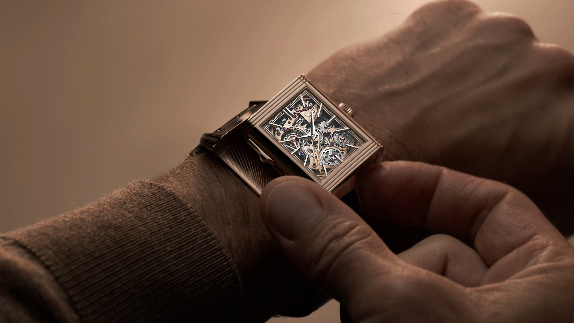 Jaeger-LeCoultre Reverso Tribute Minute Repeater Lifestyle wristshot frontal