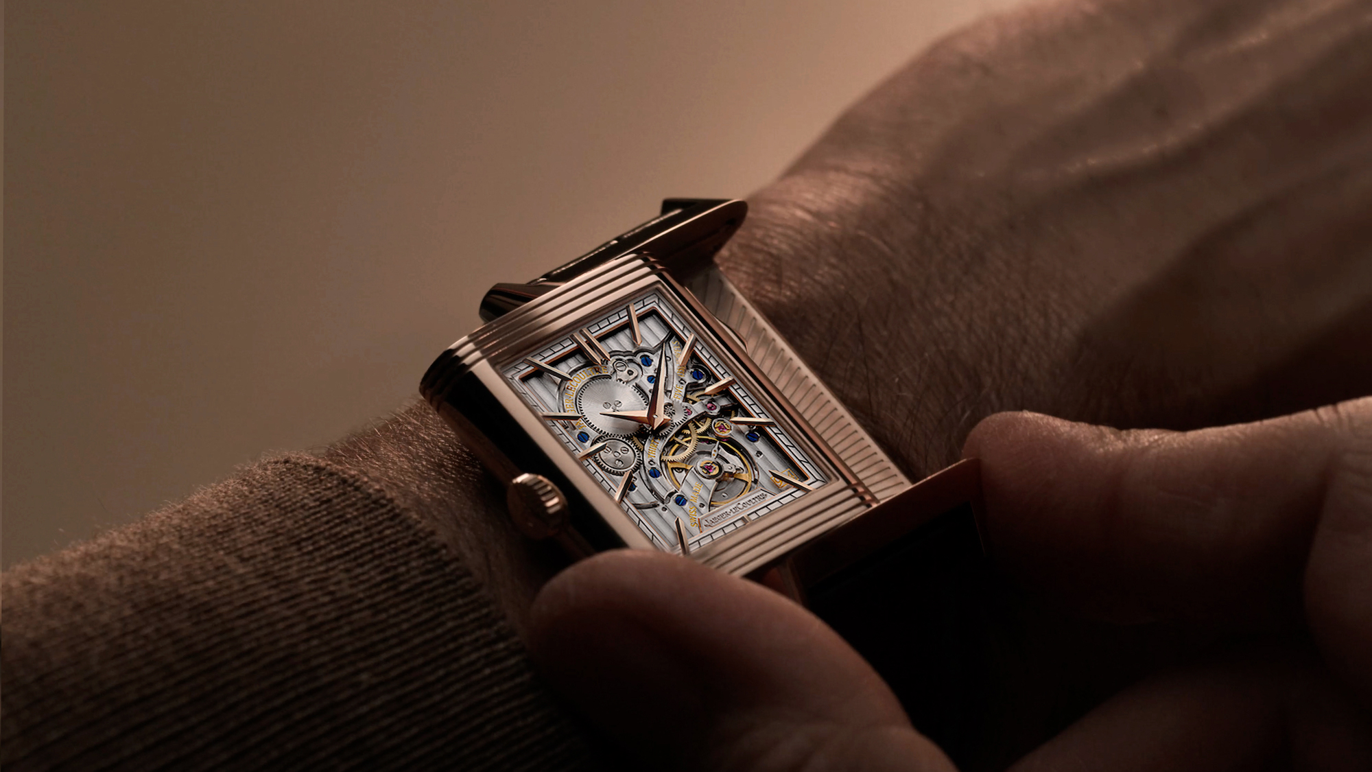 Jaeger-LeCoultre Reverso Tribute Minute Repeater Lifestyle wristshot verso
